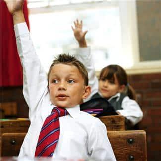 De som går i mindre klasser lærer dessuten mer, har generelt mer kunnskap, bedre selvtillit og større utholdenhet enn elever fra større klasser.