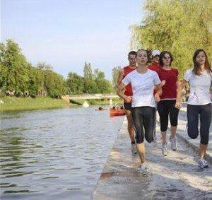 Når en skal ha effekt av trening, bør hjertefrekvensen (pulsen) være i området 60 - 85% av makspuls.