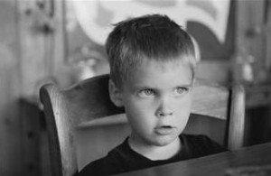 Noen foreldre reagerer med kraftig avstraffing og/eller trusler når de opplever at barnet deres har nasket eller stjålet. En slik avstraffing kan gjøre vondt verre.