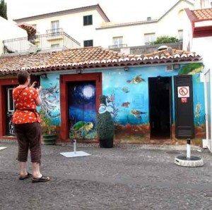 """Flere bygninger i """"Rua de Santa Maria"""" er rene kunstverk. (Foto: johnsteffensen.no)"""