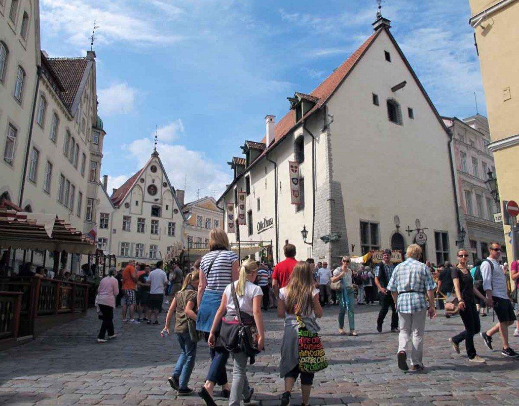 Opplevelsene står i kø rundt hvert eneste hushjørne. Middelalderbyen Tallinn er fantastisk! (Foto: johnsteffensen.no)