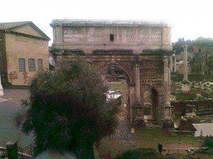 Forum Romanum med Septimus Severus-buen. (Foto: Britt Hilt Caspersen)