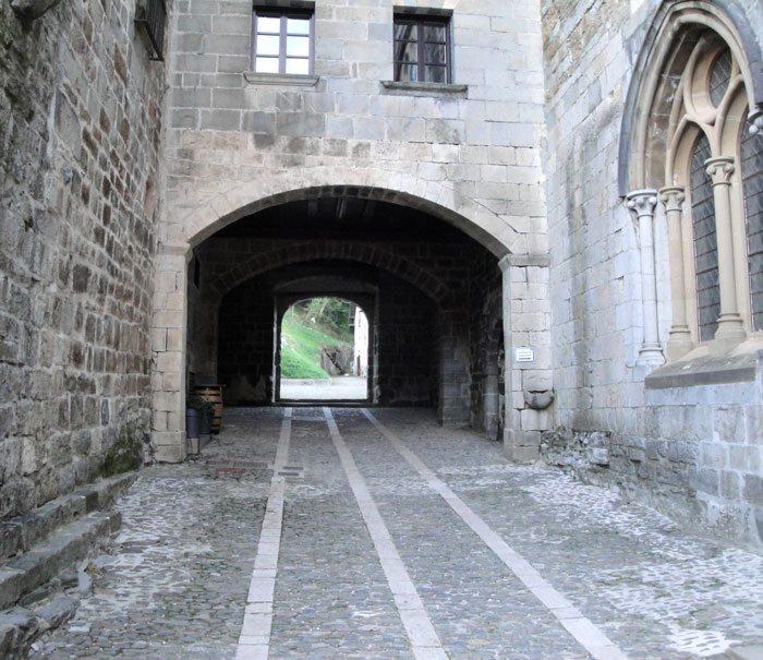 Roncesvalles er en gammel by, en av svært mange landsbyer langs pilegrimsveien til Santiago de Compostela. (Foto: Vigdis Asmervik Taule)