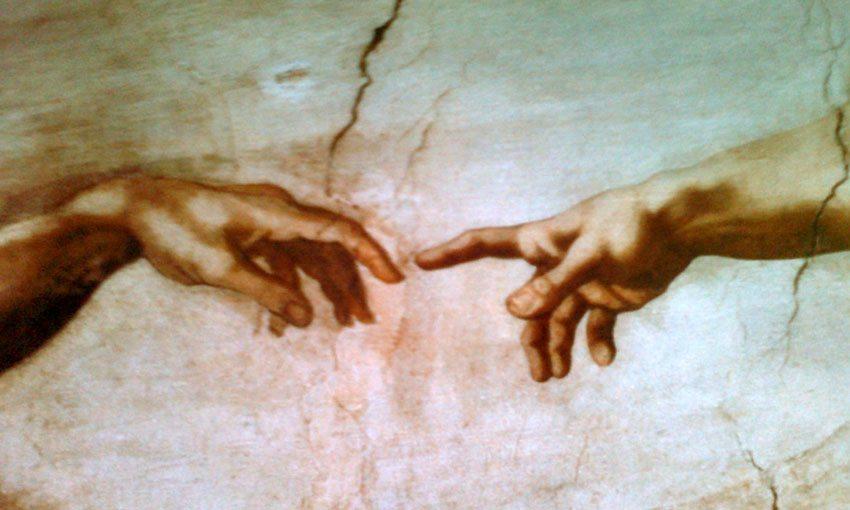 Pave Julius II beordret Michelangelo til å dekorere taket i det Sixtinske kapell. Michelangelo ble rasende og sa at han var billedhugger - ikke maler. Dette berømte utsnittet utgjør bare en bitteliten brøkdel av alt det enorme arbeidet som Michelangelo utførte. (Foto: Britt Hilt Caspersen)
