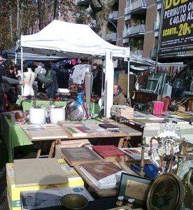 Hver søndag er det fullt liv på loppetorget Porta Portese (Foto: Britt Hilt Caspersen)
