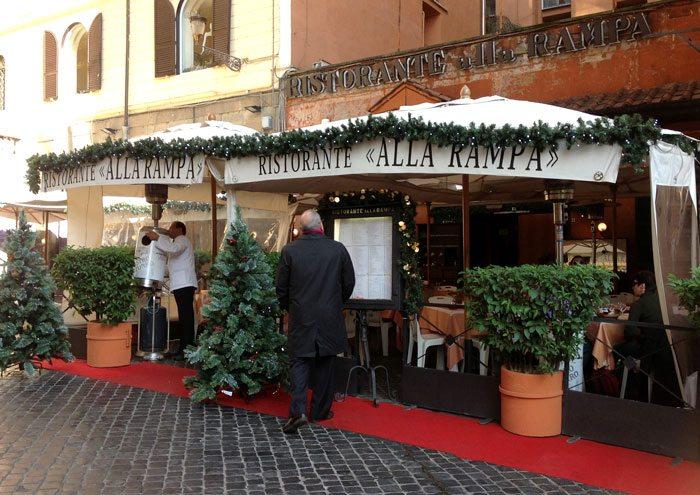 Det fins mange koselige spisesteder i Roma. Dette ligger like ved Spansketrappen. (Foto: Britt Hilt Caspersen)