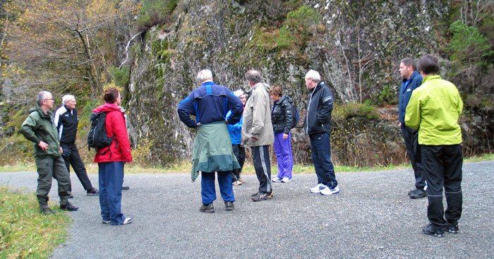 """Flere ganger i uken blir det """"ut på tur"""" på Krokeide Rehabiliteringssenter, både i det praktfulle nærområdet, i Hordnesmarken eller på Byfjellene. (Foto: johnsteffensen.no)"""