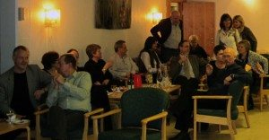 Etter øvelsen var det svært sosialt samvær i Eidsvåg. (foto: johnsteffensen.no)