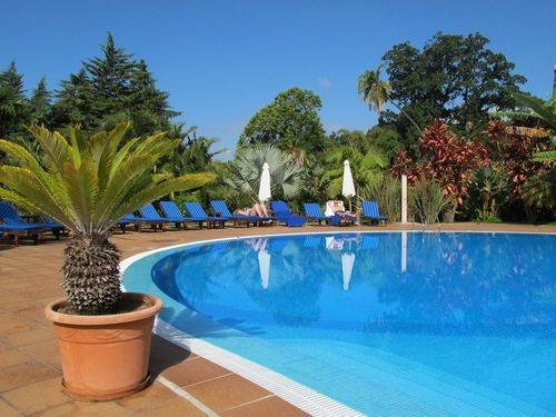Quinta Jardins do Lago var en herregård på Madeira som opprinnelig tilhørte Englands øverstkommanderende under Napoleonskrigene, admiral Beresford. I dag omgjort til et suverent femstjerners hotell. (Foto: www.johnsteffensen.no)