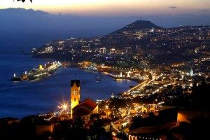 Funchal by night (tourisphoto)