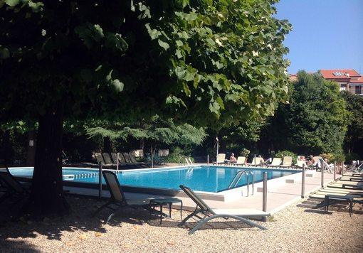 Fra parken til Grand Hotel Villa Balbi, hotellet som var vår base gjennom hele uken. (Foto: Britt Hilt Caspersen)