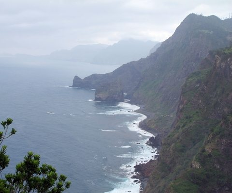 This is from the north coast of Madeira. On this side of the island it rains much more than in the south. (www.johnsteffensen.no)