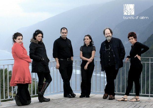 Banda d'Alem er en av Madeiras mest populære grupper. Bandets fargerike leder, Mario, er nummer to fra høyre.