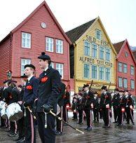 Bergen, Bryggen, Buekorps og Brann