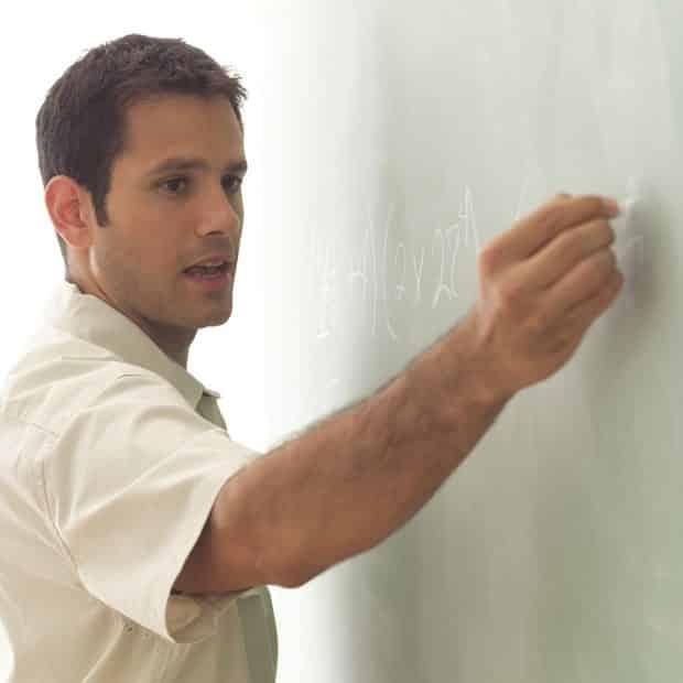 Norske skoleledere disponerer 5 ganger så mye av lærernes arbeidstid som de finske skoleledere gjør. (www.johnsteffensen.no)