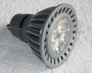 Denne LED-pæren ble installert i et takarmatur 26. januar 2014. Den skulle vare til år 2039. Alt i følge Osram. (foto: johnsteffensen.no)