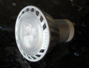 LED-pærer: Noen må ta fatt i dette, for dette kan umulig være meningen…