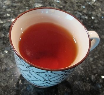 Rooibos-te er tydelig rød-oransje og har en markant duft. (Foto johnsteffensen.no)