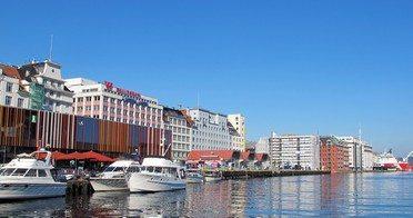 Mathallen i Bergen, foran til venstre, har hatt store problemer etter innvielsen i 2012. Foto: johnsteffensen.no