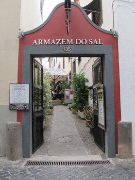 Armazem do Sal, Funchals beste restaurant, har et noe anonymt inngangsparti. Foto: John Steffensen