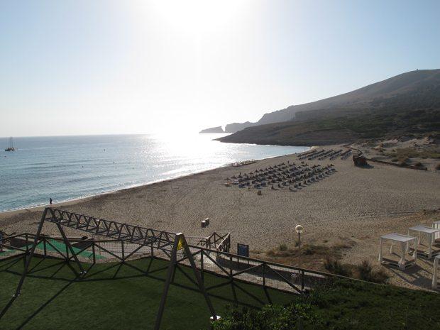 Slik ser Cala Mesquida stranden ut sett fra hotellet. Vi hadde flotte utsiktsrom mot havet, og dette bildet er tatt tidlig om morgenen... Foto - John Steffensen