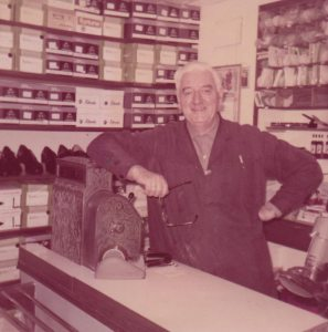 Frank Steffensen. Min far, skomakeren. Foto - johnsteffensen.no