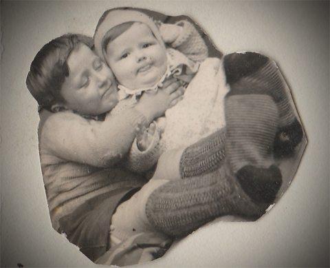 Min bror, Gunnar, og lille John. Foto - johnsteffensen.no
