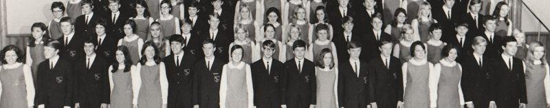 Et lite utsnitt av landets første Ten Sing kor slik de fremsto på konsertene de første årene.