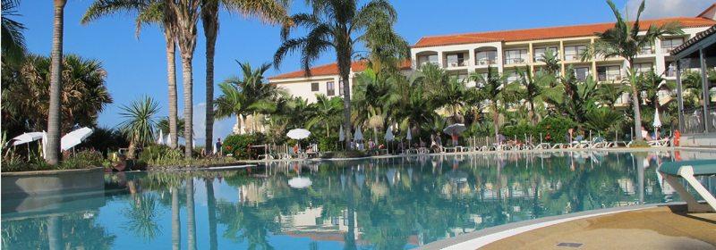 Madeira. Heaven can wait... Det er fantastisk å boltre seg i hotellenes herlige badeanlegg og nyter den livgivende, varme solen ved bassengkanten eller på hotellbalkongen, eller rusler rundt i de mange praktfulle hotellhagene... Foto - John Steffensen