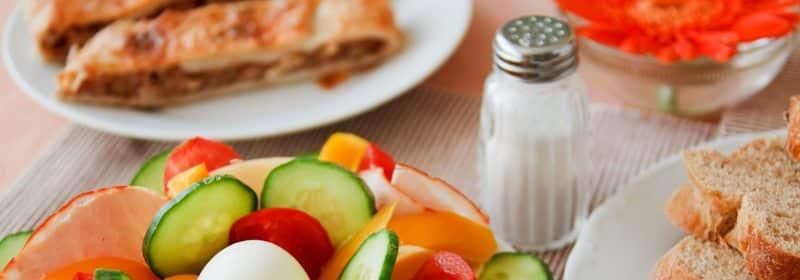Salt - For mye er skadelig. Start gjerne med å fjerne saltbøssen fra spisebordet...