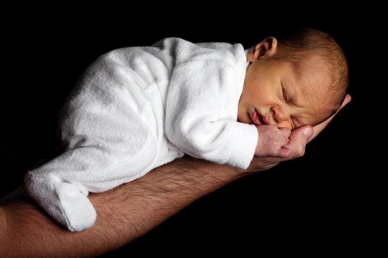 En gang var barna helt prisgitt voksne som brydde seg. Men i løpet av livet vil rollene byttes om... www.johnsteffensen.no
