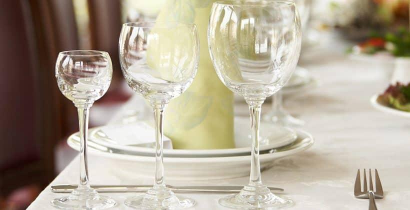 Selskapsleker for voksne - En morsom vri under måltidet. www.johnsteffensen.no