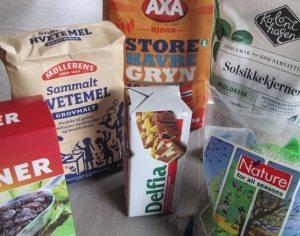 Meiseboller kan lages av svært mye. Her er noen av ingrediensene..,. Foto - www.johnsteffensen.no