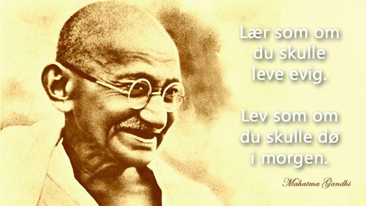 Et av mange berømte sitater av Mahatma Gandhi. Sitatet er i serien Krystallkulekort på www.johnsteffensen.no