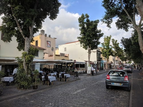 Sen ettermiddag i den gamle bydelen i Funchal. www.johnsteffensen.no