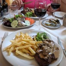 Maten på Dos Combatentes var helt OK, men ingen stor gastronomisk opplevelse. Foto - John Steffensen