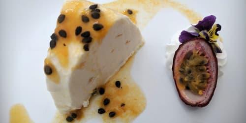 Regional Flavours. Dessert. Panacotta med pasjonsfrukt. Foto - John Steffensen