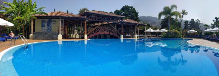 Det herlige svømmebassenget på Quinta Jardins do Lago som symboliserer innsjøen i hagen. Foto: www.johnsteffensen.no