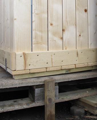 For å sikre god lufttilgang er kompostbeholderen plassert på en palle. www.johnsteffensen.no