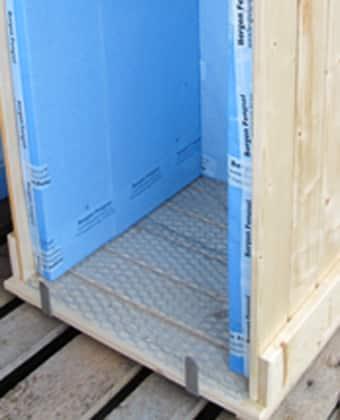 Slik ser varmkomposten ut innvendig. Legg merke til luftehullene og nettingen. www.johnsteffensen.no