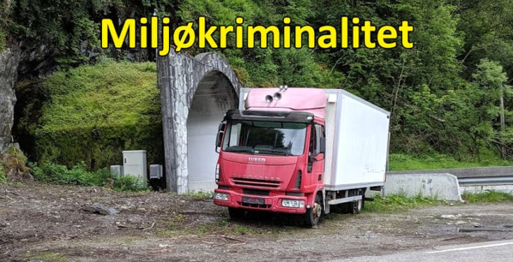 Miljøkriminalitet. Noen mener øyensynlig at dette er en OK måte å kvitte seg med en gammel lastebil. www.johnsteffensen.no
